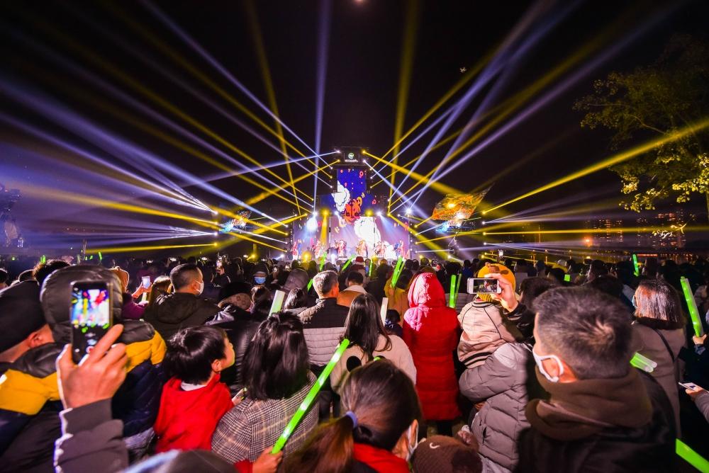 Gần 20 nghìn cư dân Ecopark mãn nhãn cùng đại tiệc countdown hoành tráng