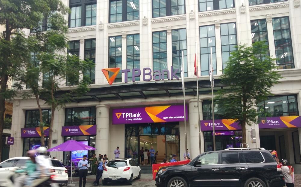 Hàng loạt chủ tài khoản TPBank bức xúc vì không thể chuyển khoản, rút tiền