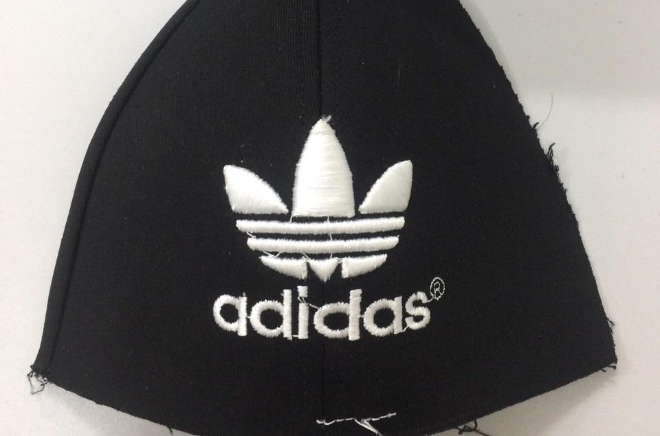 Xử phạt doanh nghiệp ở Hải Dương sản xuất mũ giả thương hiệu Adidas