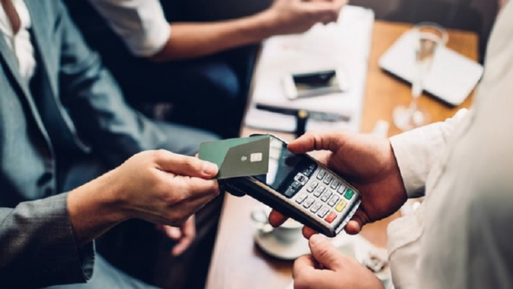 Miễn, giảm phí dịch vụ thanh toán không tiền mặt
