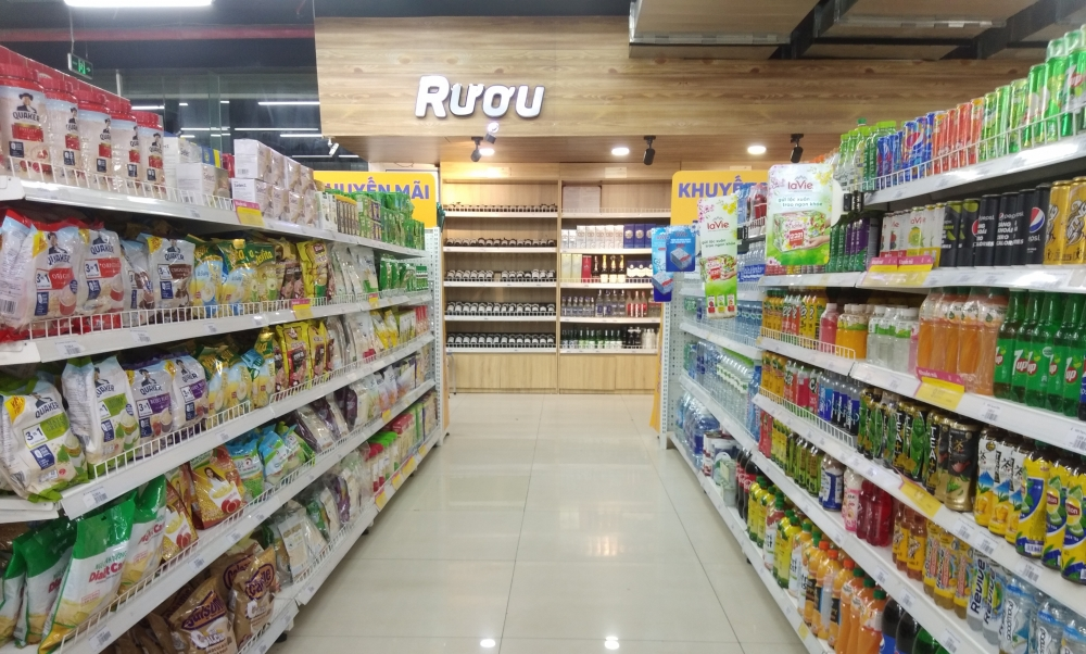 Hàng hóa ngập tràn tại các siêu thị nhưng sức mua giảm vì dịch bệnh