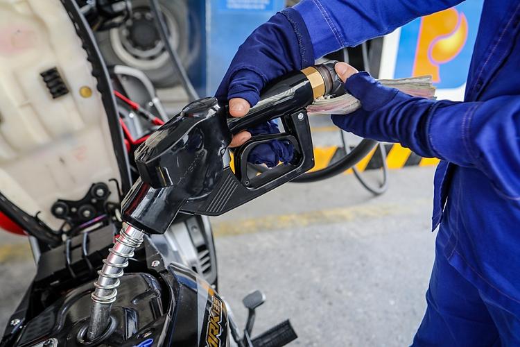 Xả Quỹ BOG kìm đà tăng giá xăng dầu
