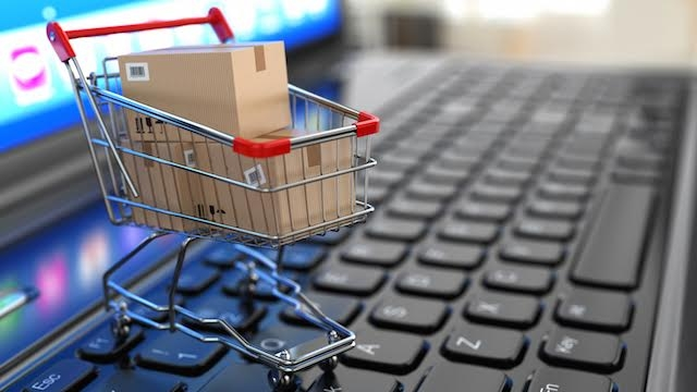 Người dân chọn mua sắm online dịp Tết để tránh dịch Covid-19