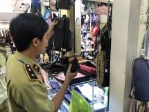 Hàng nghìn túi xách, đồng hồ giả hàng hiệu tại khu mua sắm lớn nhất TP HCM