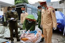 Hơn 3 tấn nầm lợn bẩn bị phát giác khi đang trên đường đi tiêu thụ