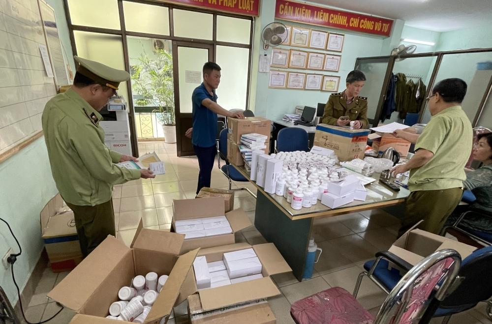 Lô dược phẩm Hàn Quốc không hóa đơn vận chuyển từ sân bay Nội Bài