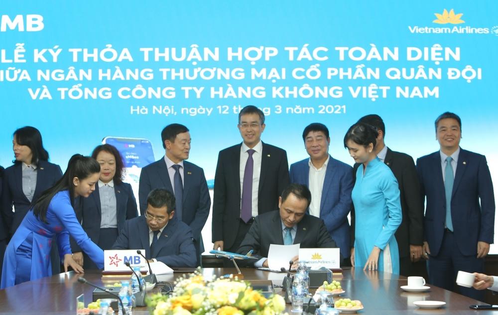Vietnam Airlines và MB bắt tay hợp tác toàn diện