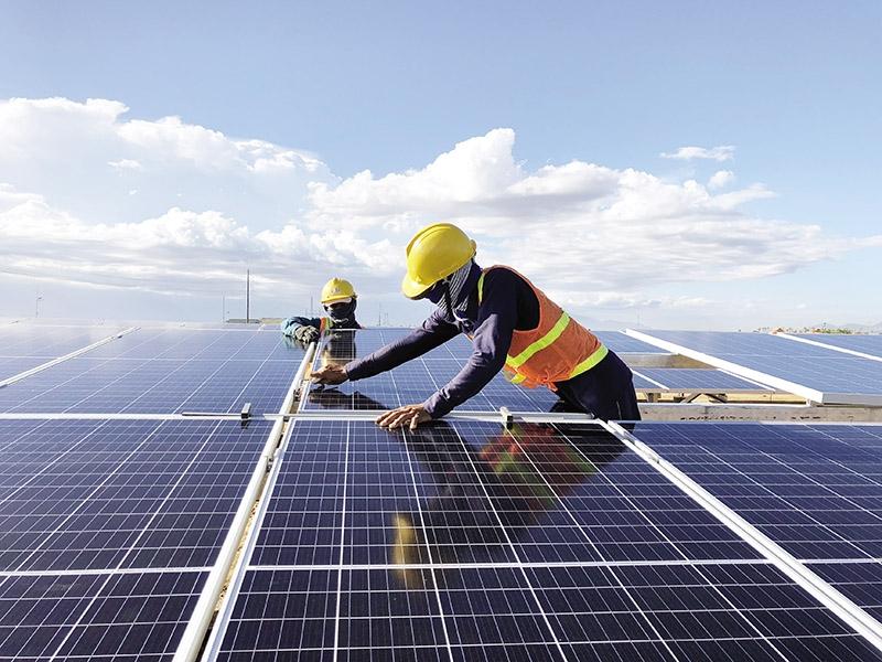 """Thủ tướng """"sốt ruột"""" vì quá tải điện mặt trời"""