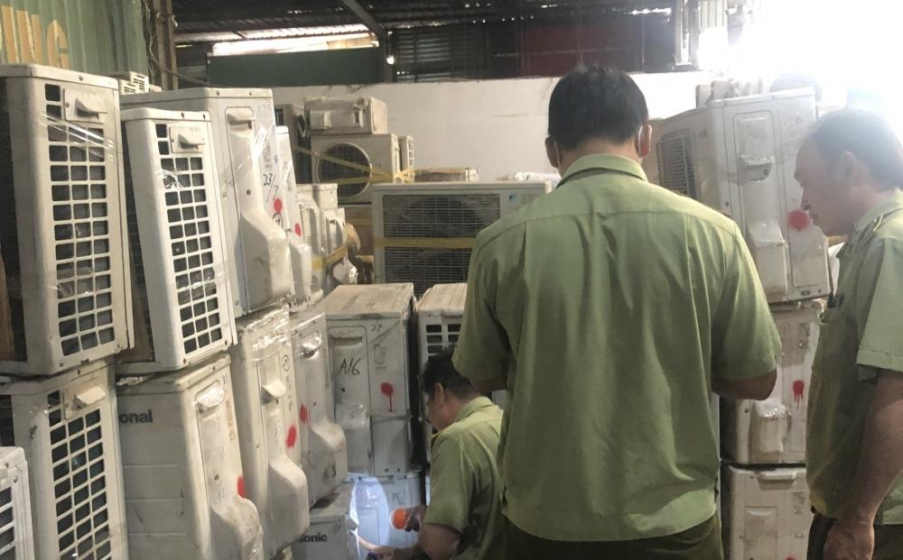 Máy giặt, điều hòa cũ nghi nhập lậu tại kho hàng Công ty Bưu chính Thời gian Vàng