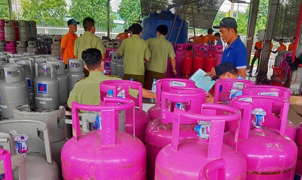 Công ty Khí đốt Vịnh Phát chiết nạp trái phép hàng trăm bình gas LPG