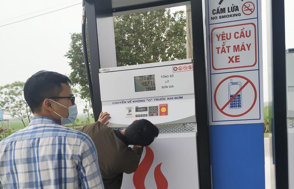 Cây xăng ở Ninh Bình bị phạt nặng vì bán xăng kém chất lượng