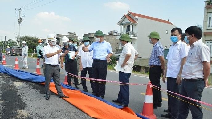 Phó Chủ tịch UBND TP Hà Nội: Tuyệt đối không lơ là, chủ quan về sự cố nứt đê hữu Hồng