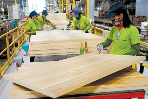 """Nguy cơ tủ bếp, gỗ dán Trung Quốc nhập về rồi """"mượn"""" xuất xứ Việt Nam xuất sang Mỹ"""
