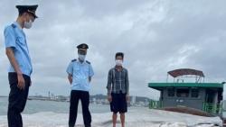 Quảng Ninh: Phát hiện tàu chở 500 khối cát xây dựng không rõ nguồn gốc, xuất xứ