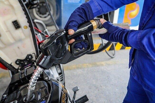 Xả quỹ bình ổn kìm đà tăng giá xăng dầu