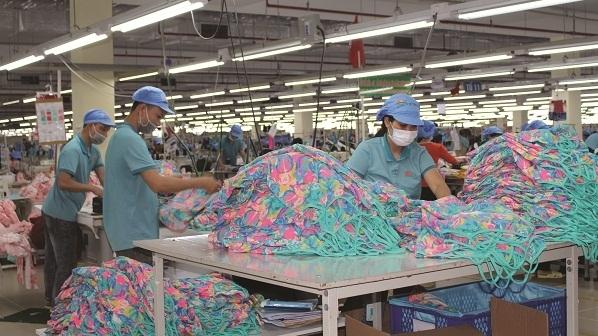 Dệt may Việt Nam vừa lo nguồn hàng vừa lo chống dịch