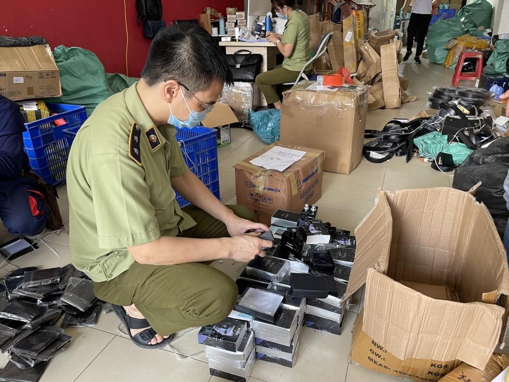 Hàng nghìn mỹ phẩm không hóa đơn, giả mạo nhãn hiệu bị thu giữ tại Hà Nội