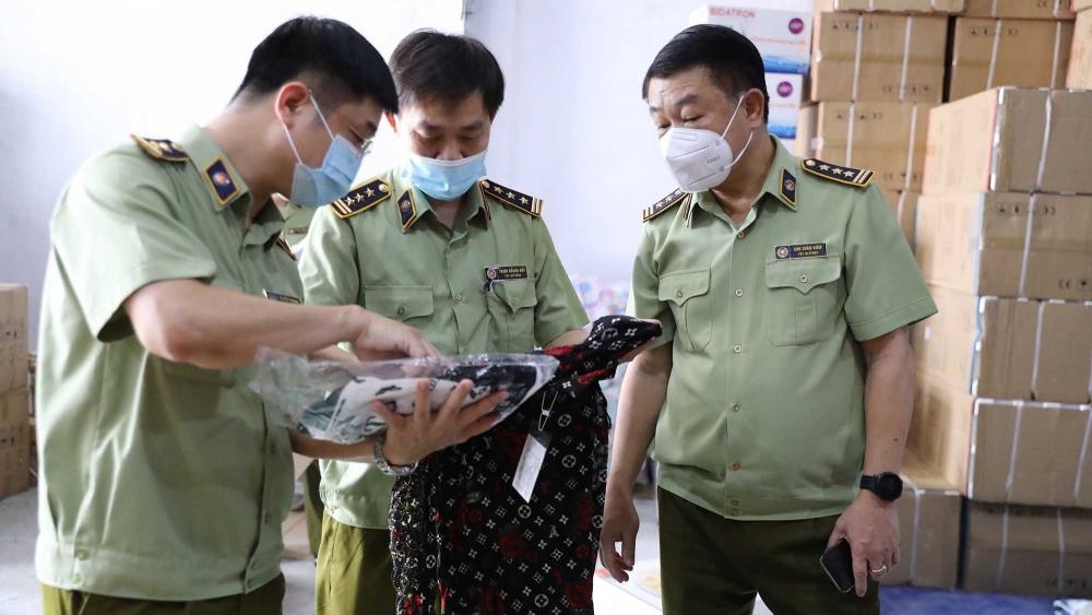 Truy quét 8 tụ điểm tập kết, livestream bán hàng không rõ nguồn gốc ở Hà Nội, Hưng Yên