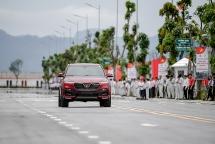 """Chủ tịch SSI khen ô tô VinFast """"hơn cả một chiếc xe"""""""