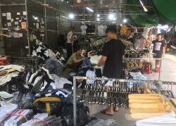 """Hà Nội: Xử phạt 7 điểm kinh doanh hàng giả, hàng lậu tại """"thủ phủ"""" Ninh Hiệp"""