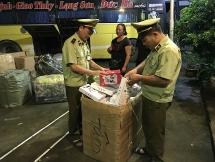 Thu giữ gần 1.200 cái bánh ngọt, bánh dẻo nhập lậu từ Trung Quốc