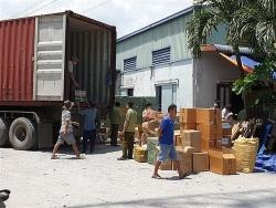 Phá kho hàng nghi nhập lậu quy mô lớn tại TP HCM