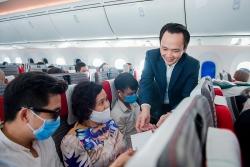 Chủ tịch Bamboo Airways bất ngờ xuất hiện trên máy bay cùng hành khách