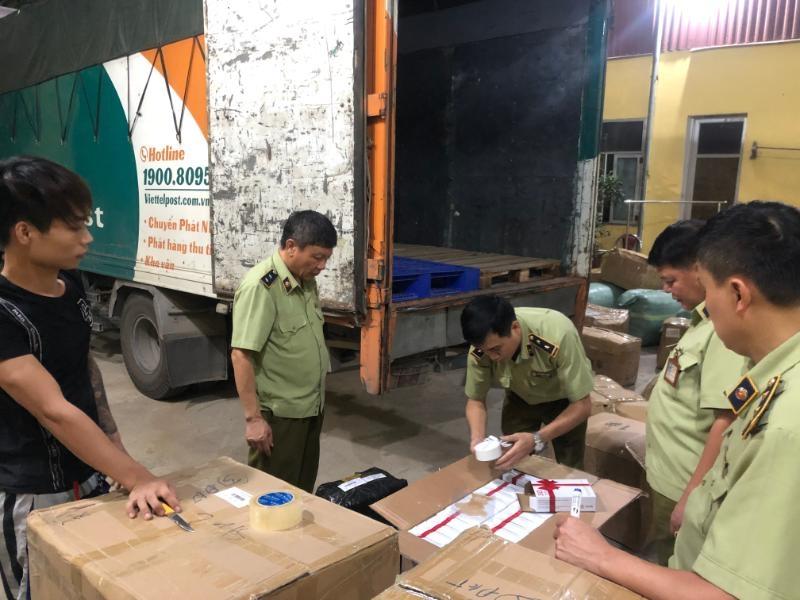 Hàng nghìn sản phẩm nhập lậu trên xe chuyển phát nhanh Viettel Post