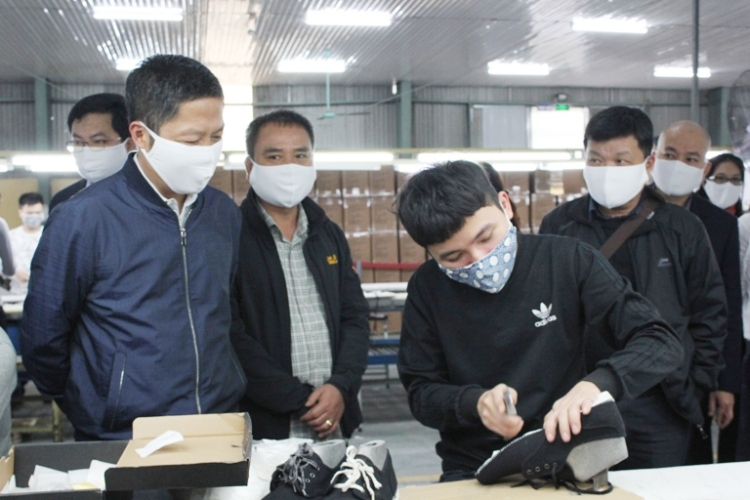 Kinh doanh tuần qua: Người lao động toàn cầu thiệt hại hàng nghìn tỷ USD vì Covid-19