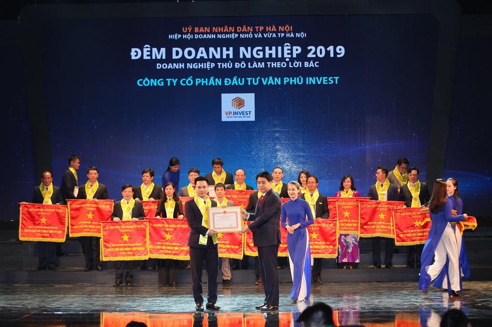 van phu invest duoc ton vinh tai dem doanh nghiep 2019