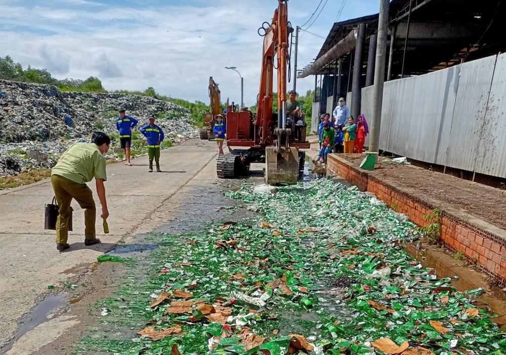 Hàng trăm thùng bia Heineken nhập lậu bị tiêu hủy