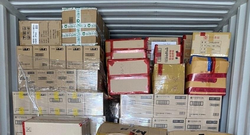 Lô hàng hiệu nhập lậu giấu trong container nhựa nhập khẩu