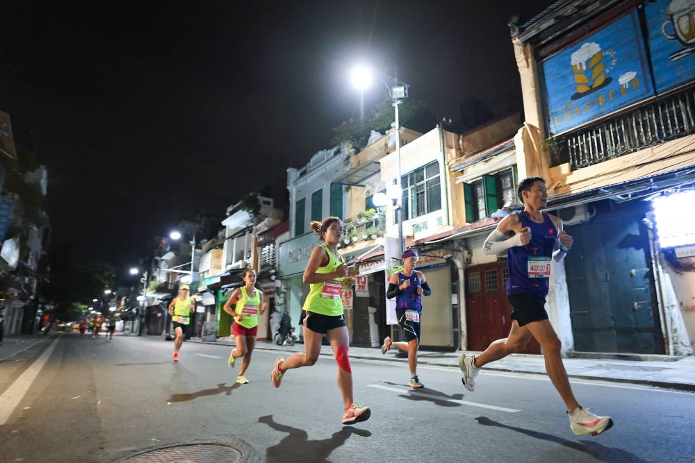 Nhiều chân chạy đột phá thành tích tại VPBank Hanoi Marathon ASEAN 2020