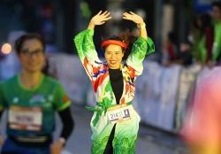 """Nhà văn Trang Hạ: """"VPBank Hanoi Marathon năm nay là tuyệt vời nhất"""""""