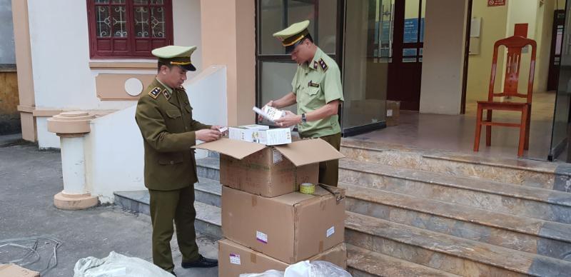 Hàng trăm tuýp thuốc chữa bệnh Á sừng mua trôi nổi rồi về bán lại