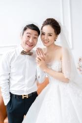 Cận cảnh nhẫn cưới của NSND Công Lý và vợ hot girl