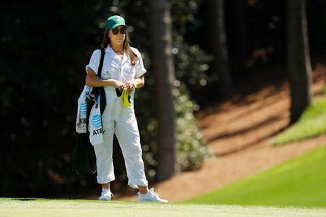 nhung bong hong quyen ru thap lua cho giai golf master 2019