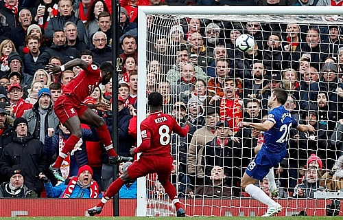 liverpool danh bai chelsea rong cua toi ngoi vo dich