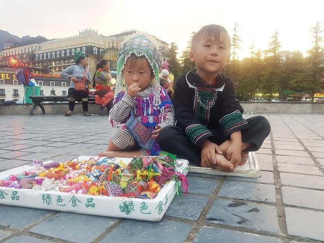 Chính quyền Sa Pa kêu gọi du khách không tiếp tay cho nạn trục lợi từ trẻ em