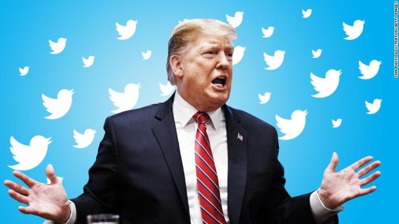 Quyết định khóa tài khoản của ông Trump được Twitter đưa ra sau khi xem xét hai nội dung mà ông đã chia sẻ trong ngày 8/1