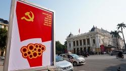 """Hà Nội """"rực đỏ"""" chào mừng Đại hội Đảng toàn quốc lần thứ XIII"""