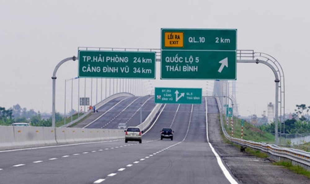 Người dân chỉ có thể đi đường cao tốc Hà Nội - Hải Phòng thay thế cho đường Quốc lộ 5
