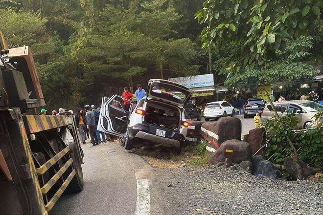 Vào cua tốc độ cao, ô tô gặp tai nạn thảm khốc
