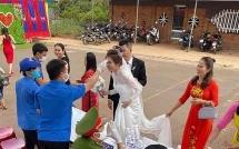 Chính quyền giám sát, đo thân nhiệt từng người tới đám cưới mùa dịch