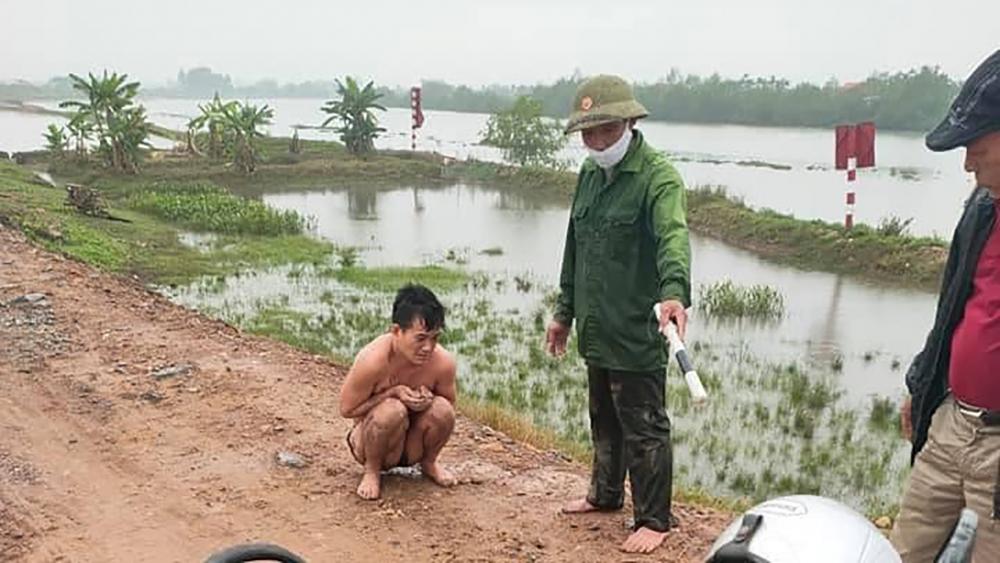 Đối tượng Trương Văn Luận bị phát hiện khi đang vượt sông Lạch Tray