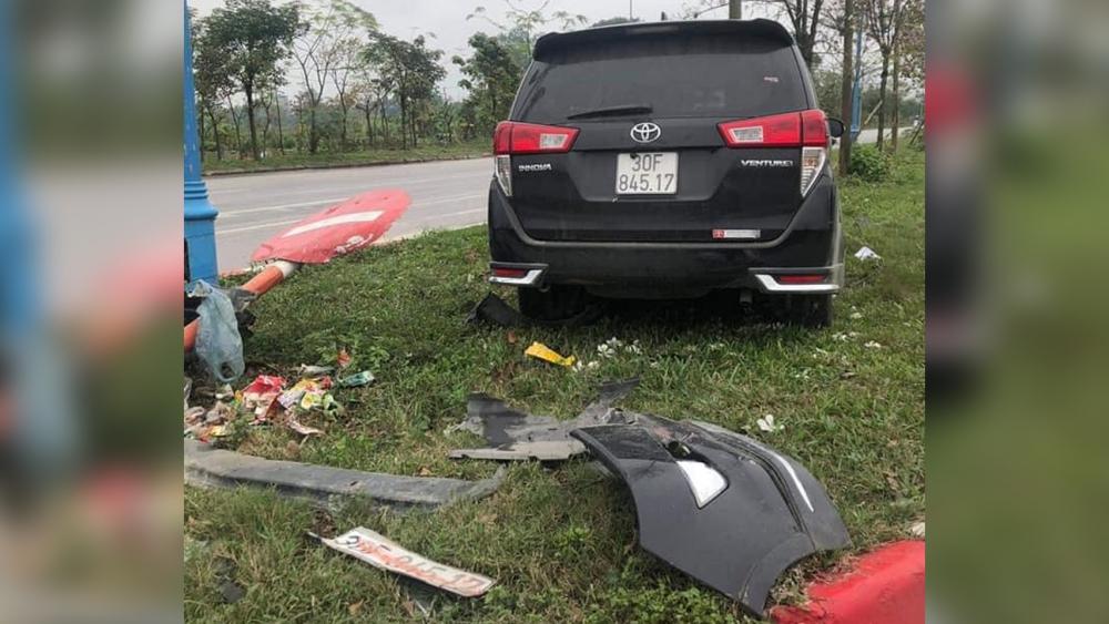 Giây phút ô tô Innova gây tai nạn kinh hoàng ở Mê Linh, Hà Nội