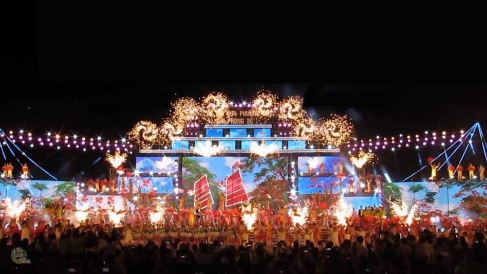 Lễ hội Hoa Phượng Đỏ năm 2021 quy tụ các đoàn nghệ thuật, các nghệ sỹ, diễn viên trong và ngoài thành phố cùng nhân dân và du khách