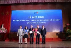 """Thành Đoàn Hà Nội tặng kỷ niệm chương """"Vì thế hệ trẻ"""" cho lãnh đạo ĐH Mỏ-Địa chất"""