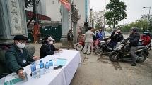 Lập chốt kiểm dịch ngay lối ra vào tổ dân phố ở Hà Nội