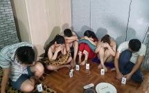 3 cô gái cùng nhóm bạn tổ chức dùng ma túy trong phòng trọ